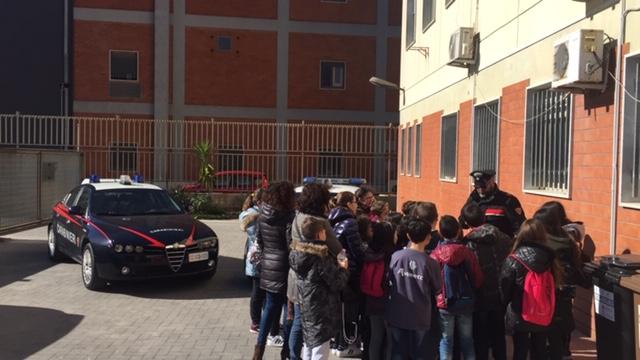 Lezione di legalità, 120 alunni della Poidomani dai carabinieri di Modica