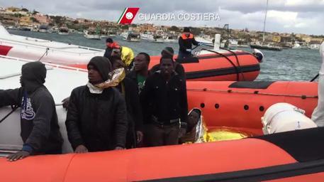 Già espulsi tornano a Lampedusa, 3 tunisini arrestati e rimpatriati