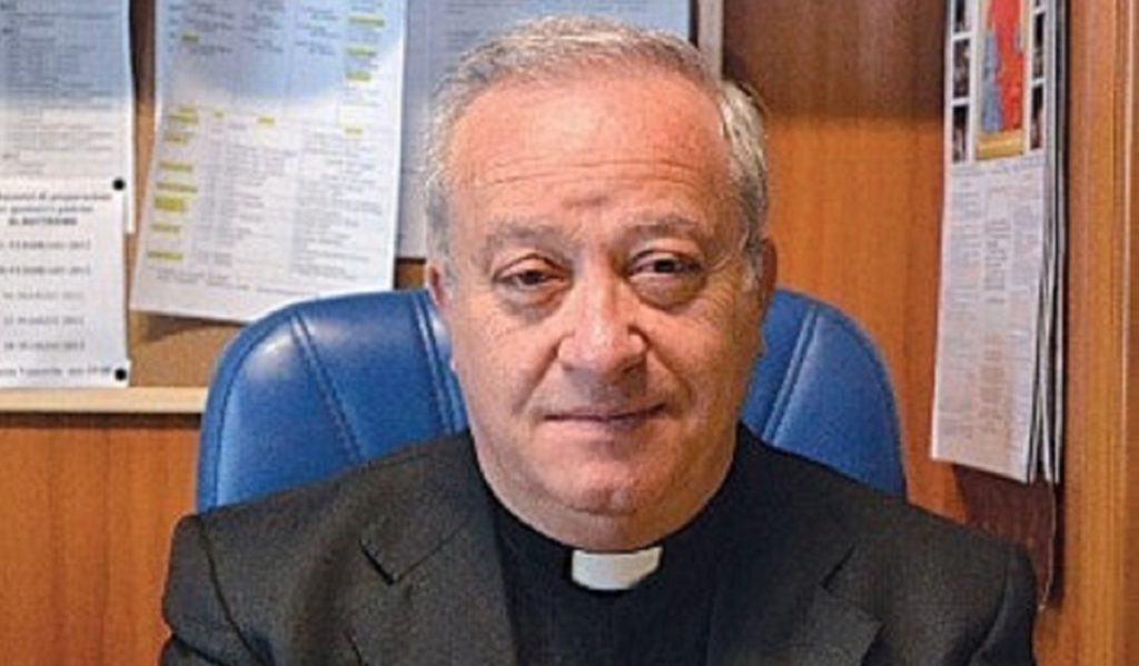 Migranti e 'ndrangheta, a Crotone inflitti 14 anni e 6 mesi a ex parroco di Isola Capo Rizzuto
