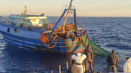 Bloccati dalla Finanza a Lampedusa due pescherecci egiziani: 14 denunce