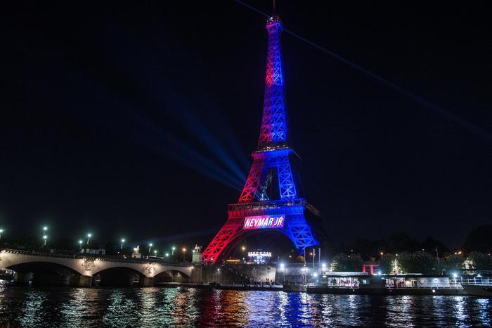 Falso allarme a Parigi, un arresto alla Torre Eiffel