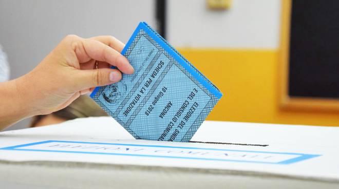 Comunali a Floridia, depositate 15 liste, più di 230 candidati per 16 posti (I NOMI)
