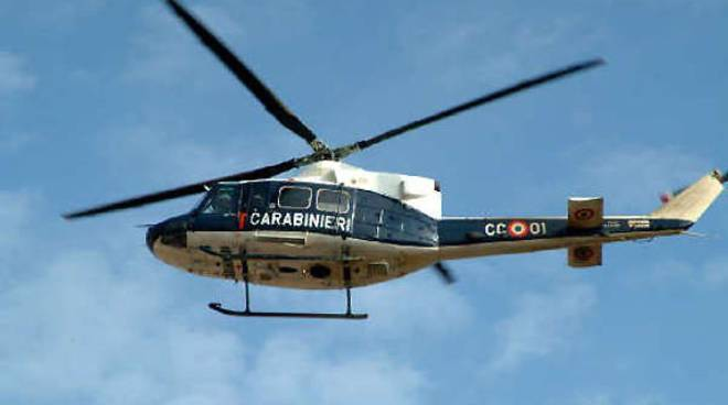 Elicottero dei carabinieri sorvola per mezz'ora su Floridia e Solarino