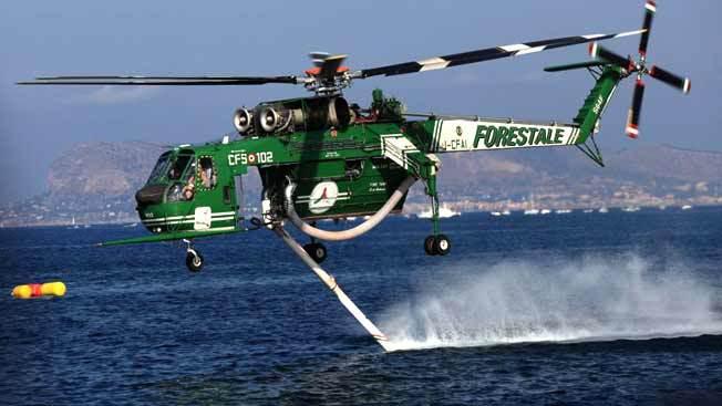 Incendio tra Bagheria e Santa Flavia: elicottero in azione