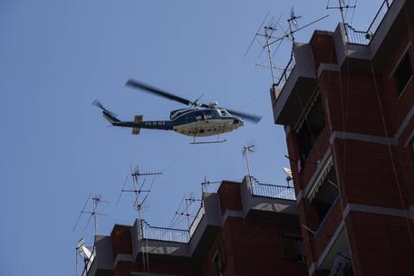 Stamperia clandestina scoperta a Napoli, indaga l'antiterrorismo
