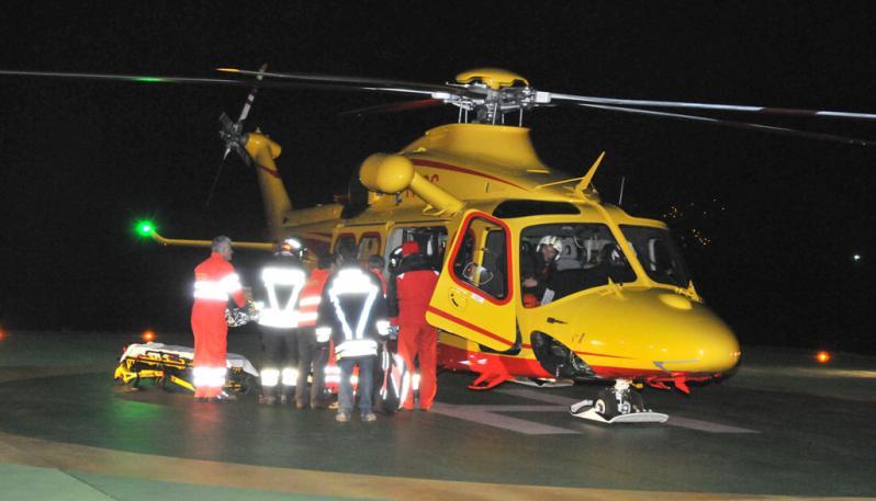 Una migrante positiva a Lampedusa partorisce su elicottero del 118