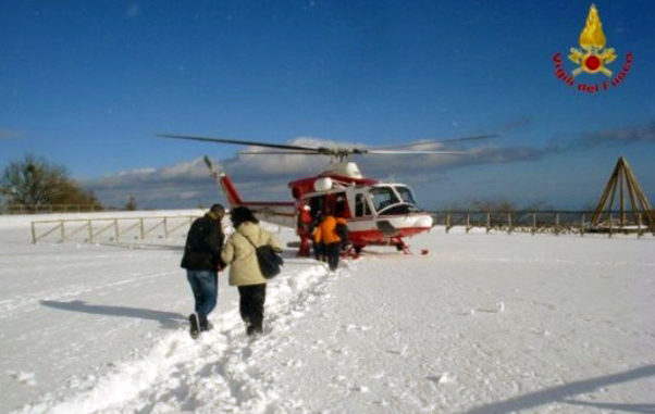 Etna, elicottero vigili del fuoco salva turista tedesca