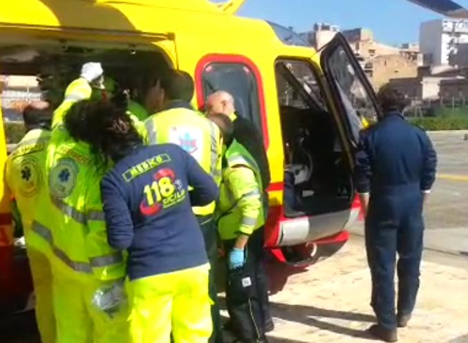 Solarino, perde dito  di una mano con la motosega: con l'elisoccorso a Catania