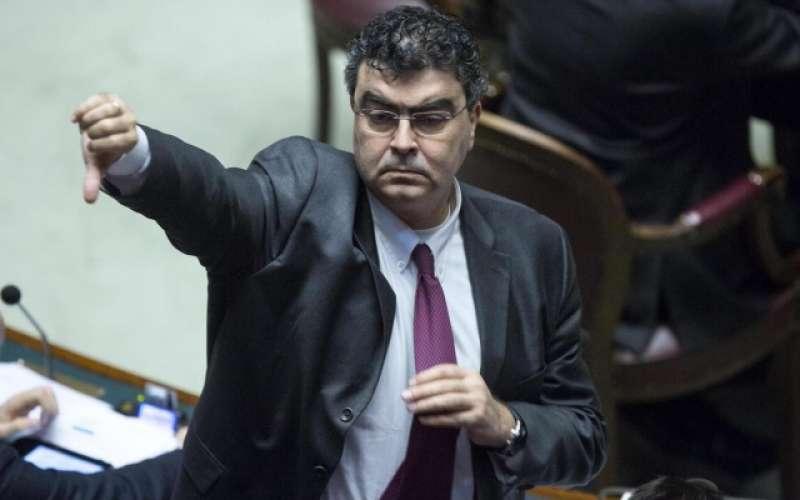 """Covid, Pd: denunciamo sindaco di Messina, viola le leggi e lui replica """"siete lacchè"""""""