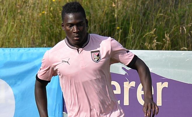 Il Palermo perde Embalo infortunato per la gara di Bologna