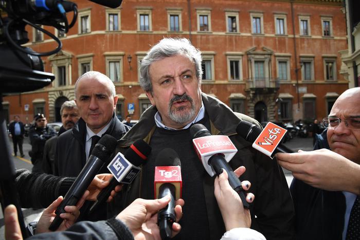 Il Csm ammonisce il governatore della Puglia Emiliano per le cariche nel Pd