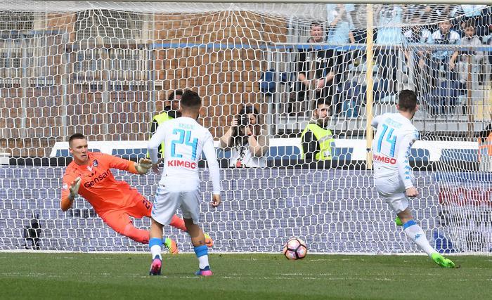 Il Napoli vince a Empoli 2 - 3 ma soffre nel finale: doppietta di Insigne