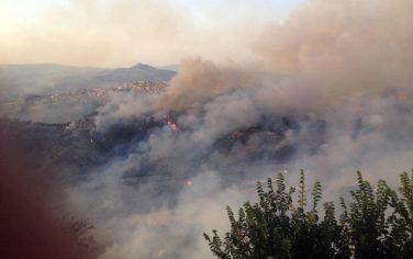 Scoppia un incendio ad Enna, evacuate due abitazioni