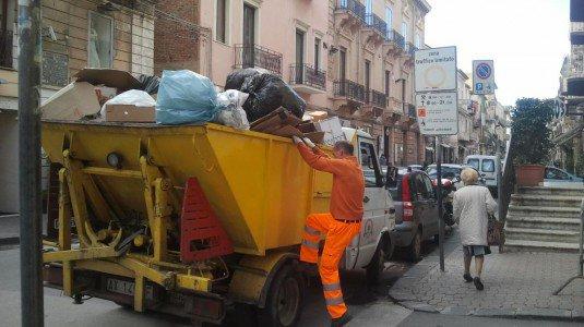 Enna, ripresa la raccolta dei rifiuti dopo la mediazione dei sindacati