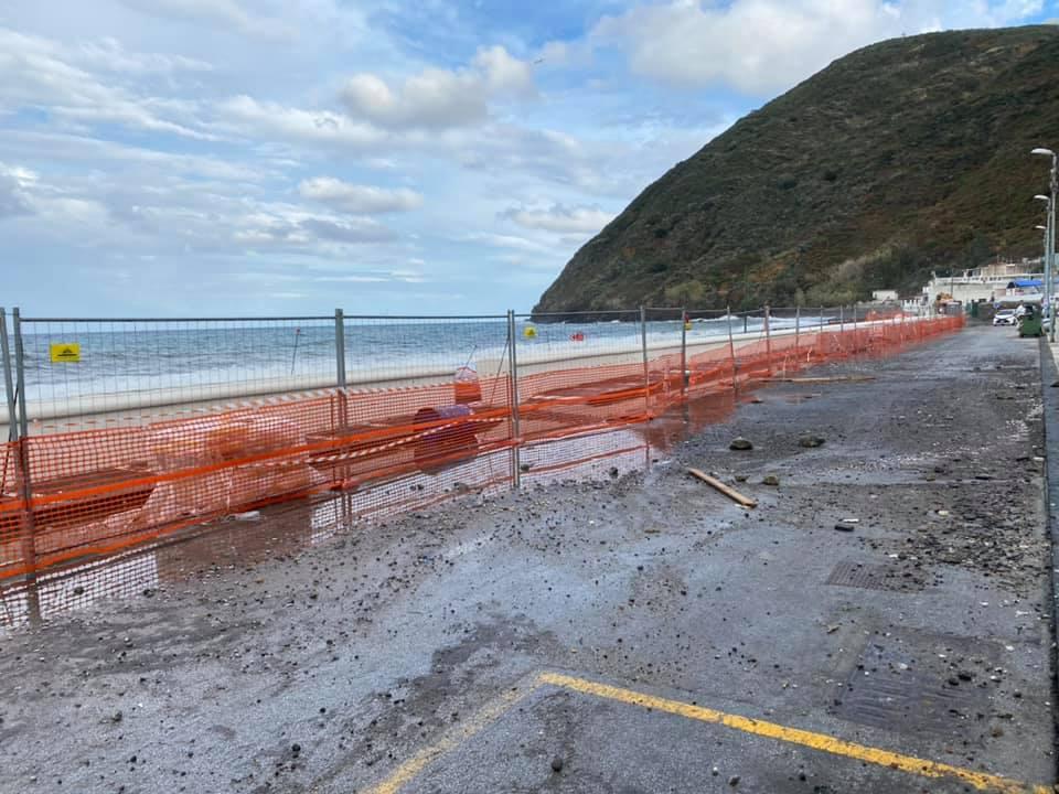 Maltempo, Eolie isolate: danni alla Marina  Garibaldi di Canneto a Lipari