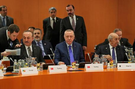 """La crisi in Libia, Erdogan: """"Il coordinamento sia sotto l'egida dell'Onu e non dell'Ue"""""""