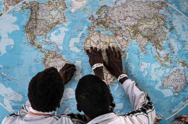 Poliziotti di Siracusa accompagnano in Svezia due minorenni eritrei