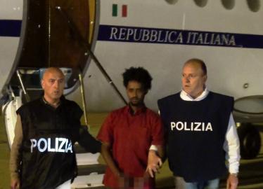 Tratta dei migranti, accolta tesi della Procura di Palermo: eritreo resta in cella