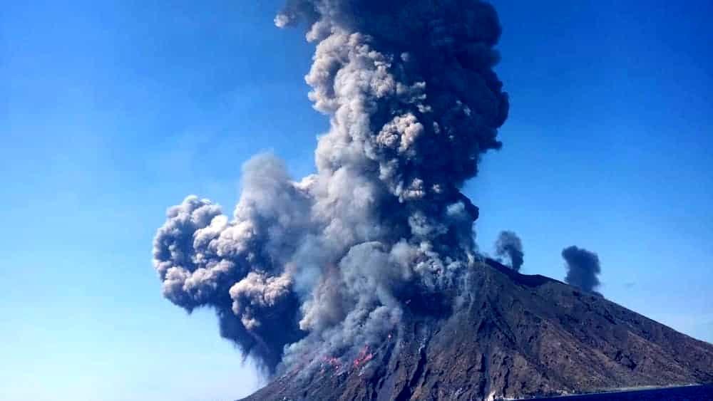 Stromboli verso la normalità ma resta allerta gialla sul vulcano