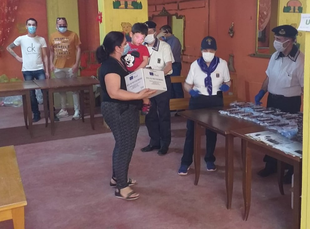 Sicilia: l'Esercito distribuisce viveri, mascherine e dolci in venti città dell'isola