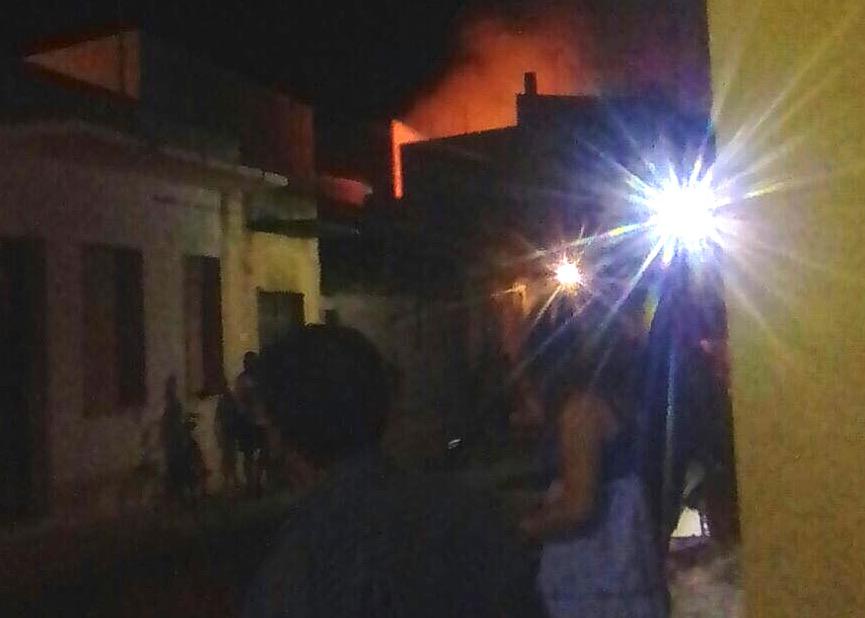 Potente esplosione ad Avola, poi un incendio: un quartiere nel panico