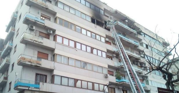 Esplosione in un appartamento a Palermo, soccorsi sul posto