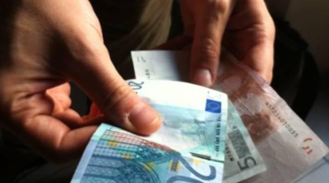 Roma, si serve di un sedicenne per estorcere denaro