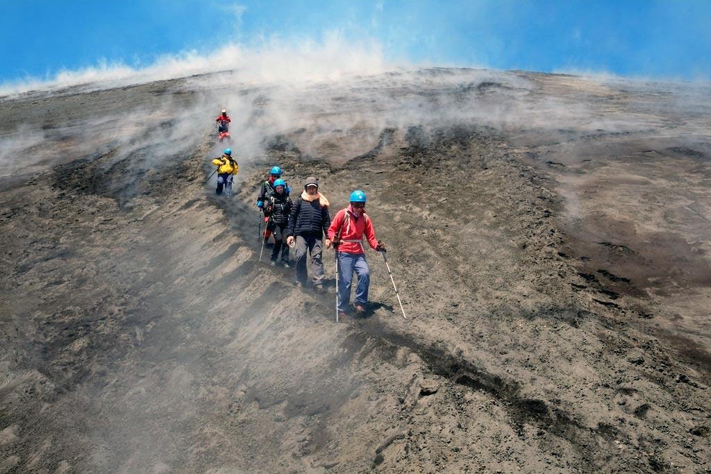 Regione, un piano di sicurezza per le escursioni sull'Etna
