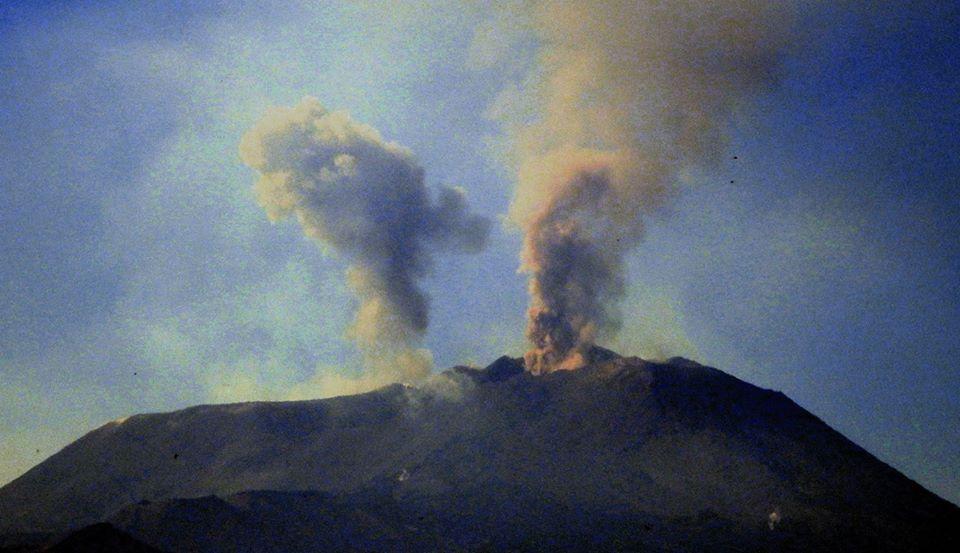 Esplosioni sull'Etna nel nuovo cratere di Sud -est ed emissione di cenere