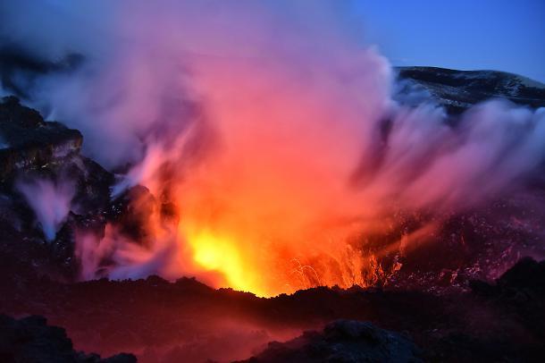 """Etna, esperti Ingv: """"Il vulcano sta scivolando in mare verso Malta"""""""