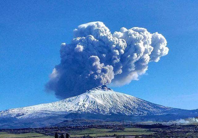 L'Etna torna a farsi sentire, nuova fase eruttiva: atterraggi aerei ridotti