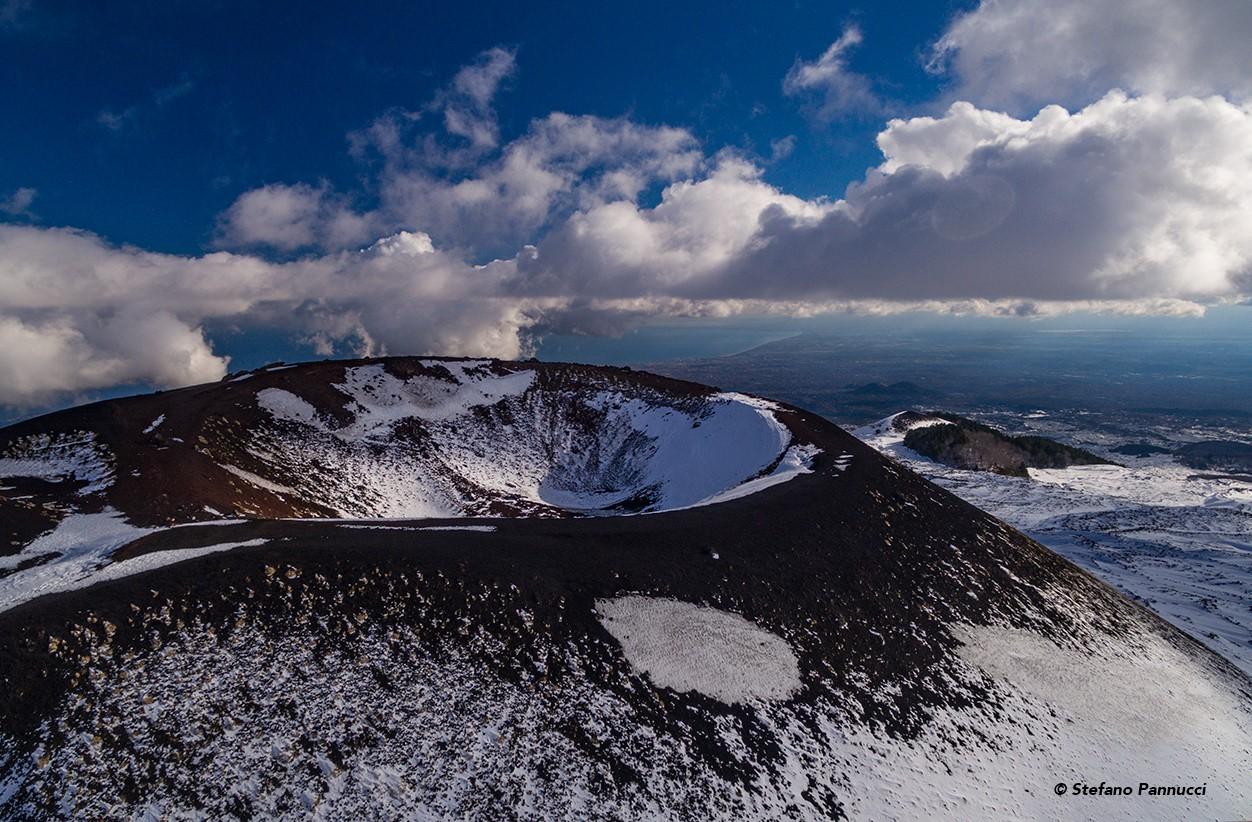 Modica, alla società Carlo Papa libro e foto dedicati all'Etna