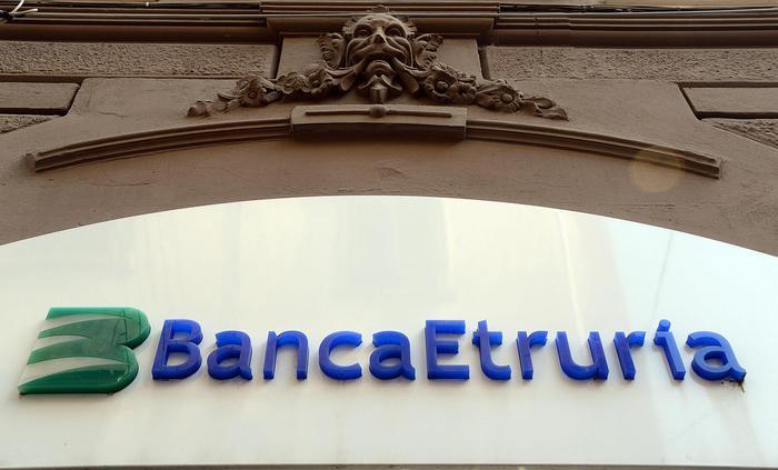 Banca Etruria, indagato il padre di Maria Elena Boschi