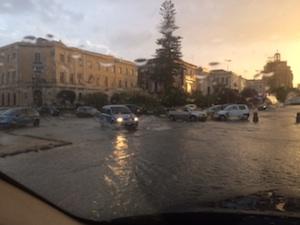 Bomba d'acqua nel tardo pomeriggio a Siracusa: strade allagate
