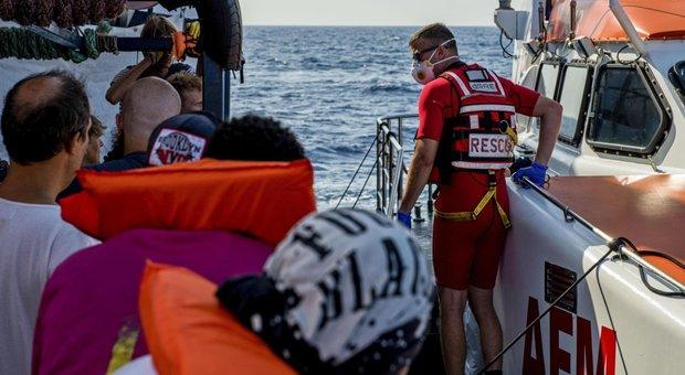 Evacuazione medica per 8 migranti: sbarcati a Lampedusa