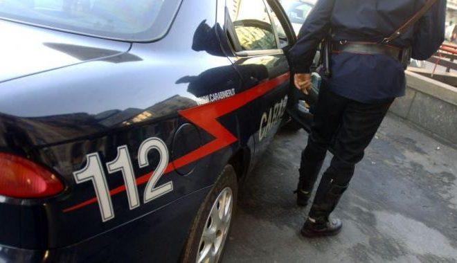 Evade dai domiciliari e spara contro i carabinieri, arrestato nel Napoletano