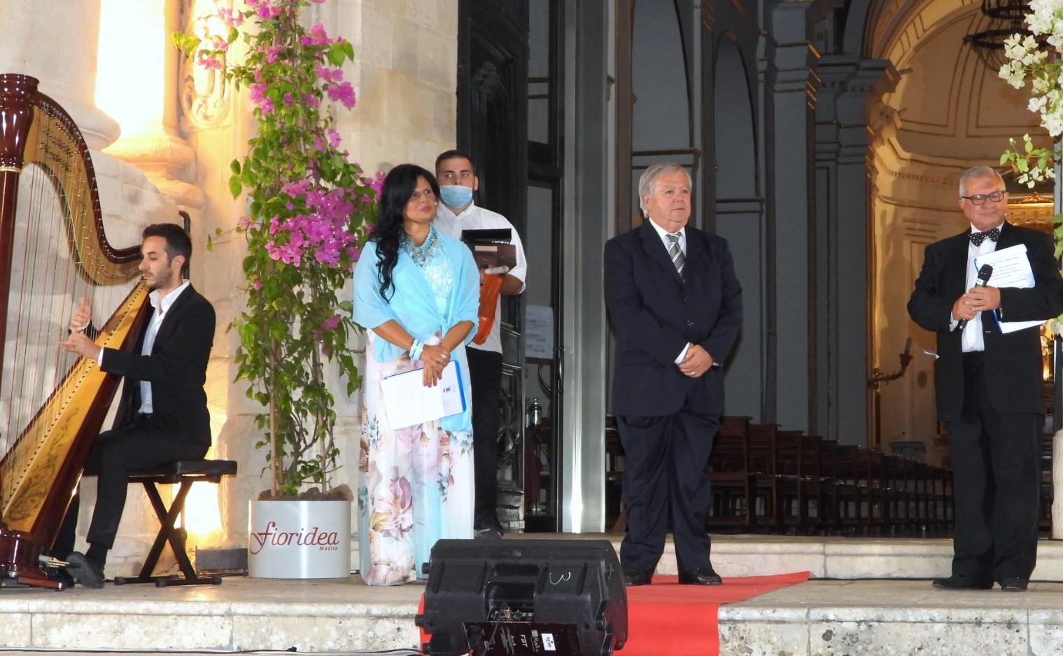 """Modica, Giovanni Malambrì di Messina vince la 17^ edizione di """"E'vViva la mamma"""""""