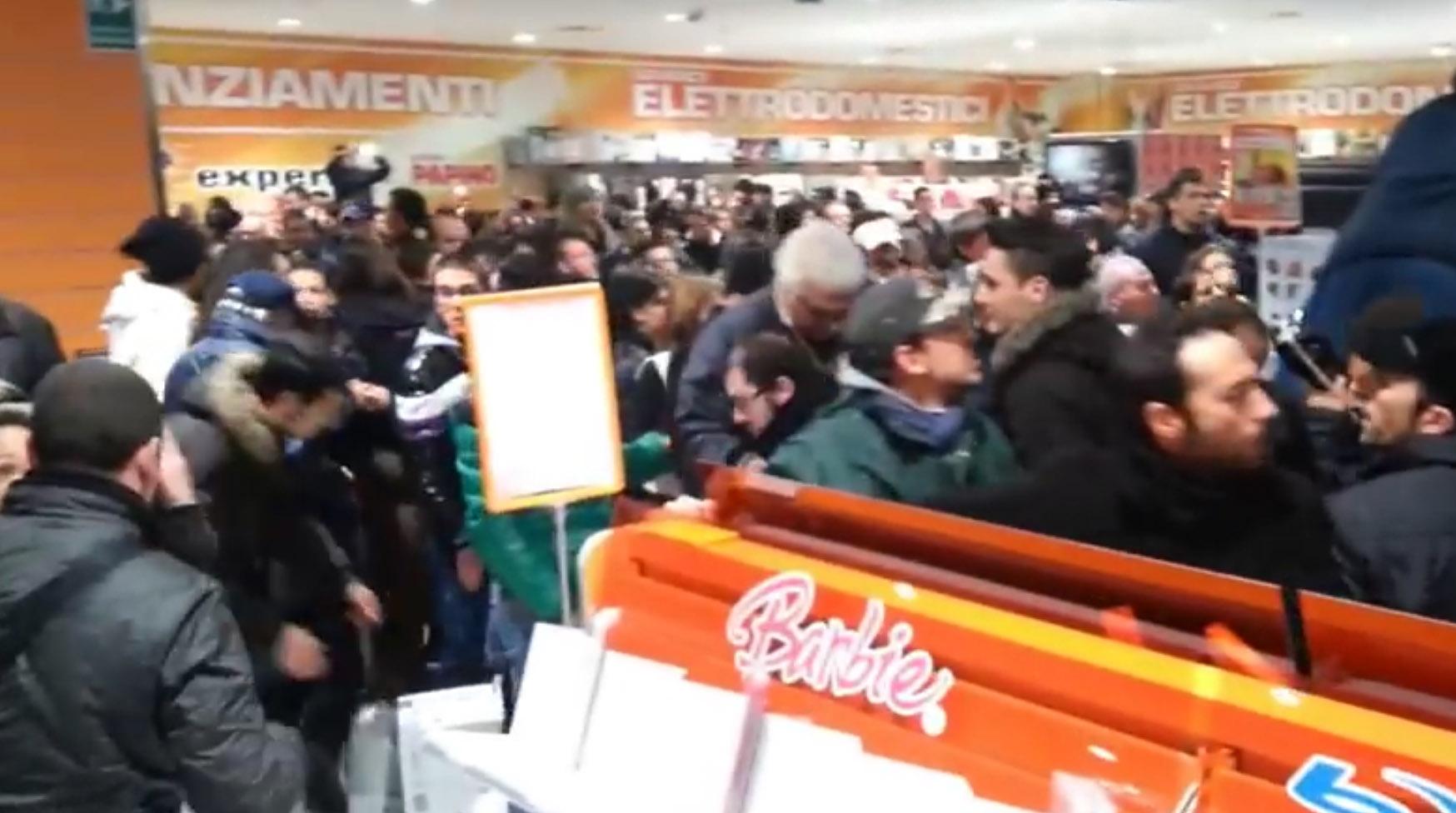 Palermo, travolta durante una svendita: negozi condannati