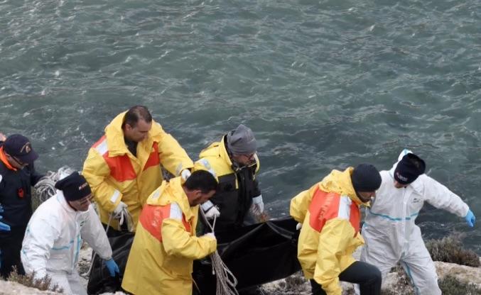 Naufragio a Lampedusa, stop  alle ricerche dei dispersi per il mare mosso
