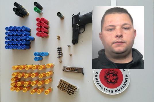 Siracusa, nascondeva in auto una pistola e diverse cartucce inesplose: arrestato