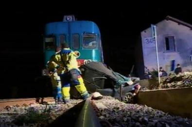 La donna morta travolta dal treno a Noto, col marito ha tentato di fermare il macchinista