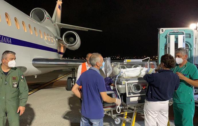 Neonato in pericolo di vita  da Catania a Genova in aereo dell'Aeronautica