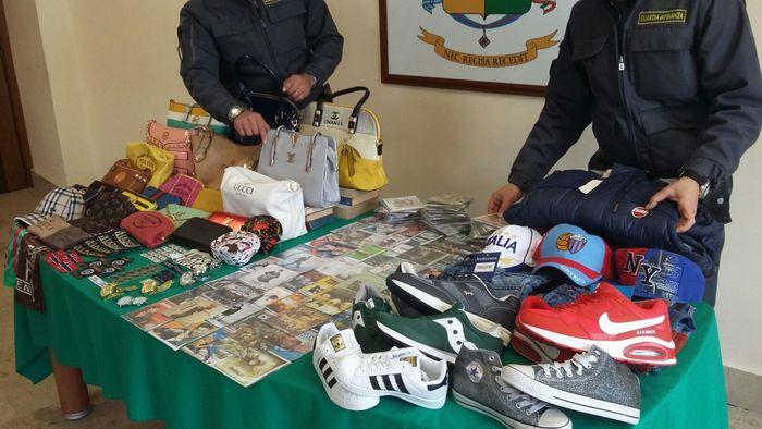 Catania, prodotti contraffatti e cd pirata: oltre 6 mila sequestrati