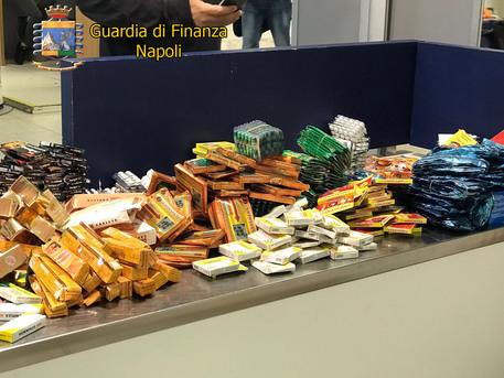 Napoli, in valigia duemila farmaci senza nullaosta: denunciato