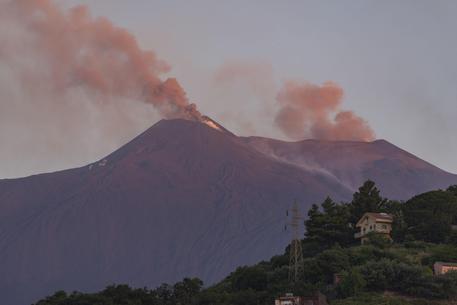 Etna, nuova fase eruttiva dal 'Cratere voragine'