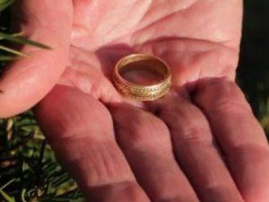 Modica, la sposa perde la fede: gliela trovano i vigili in tombino