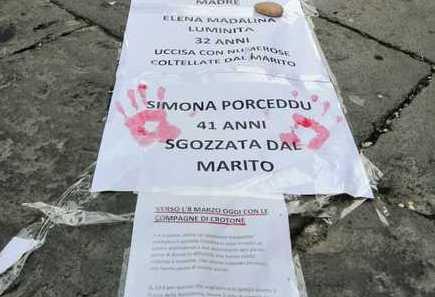 L'8 marzo,  striscione a Crotone con i nomi delle vittime di femminicidi