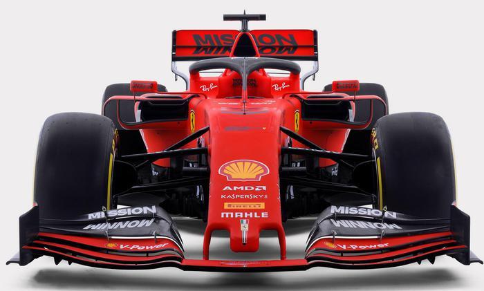 Formula 1, per i 90 anni della Ferrari svelata a Maranello  la SF90