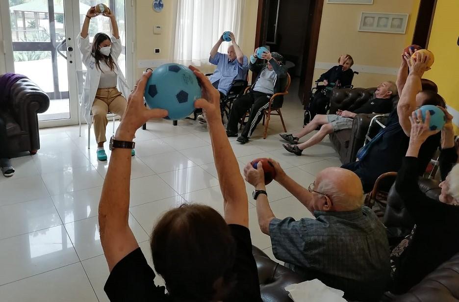 Vittoria, festa dei nonni nella struttura per anziani Senior Sociale House