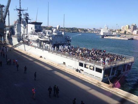 Soccorsi nello Stretto di Sicilia 690 migranti: in viaggio verso Augusta